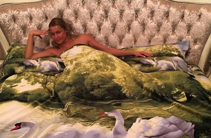 знаменитости в постели видео смотреть