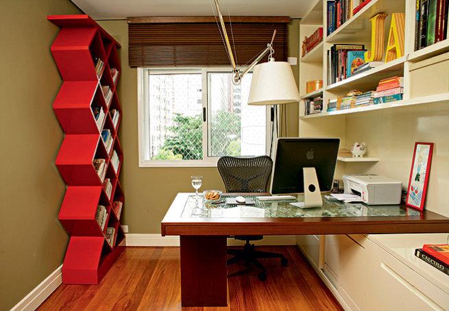 Домашнему офису в стиле минимализма требуется значительно меньше декора, поскольку излишнее захламление только портит чистые и четкие линии.