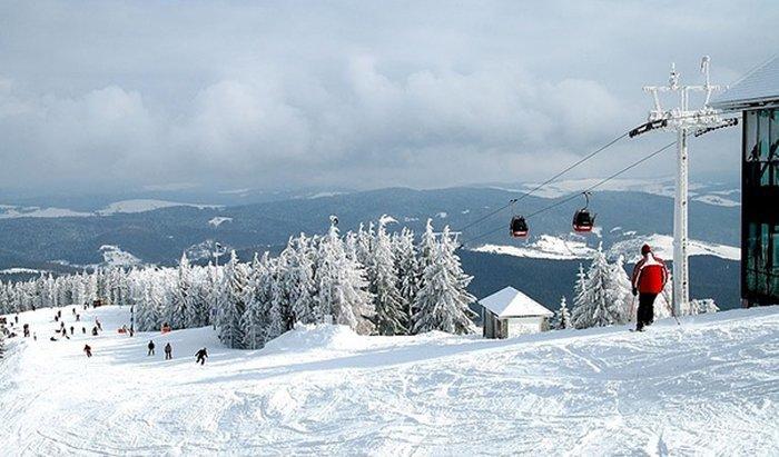 Небольшой горнолыжный курорт Крыница находится на окраине Сондецкого Бескида. Благодаря обширным хвойным лесам и горячим минеральным источникам этот город получил негласное название — «Польские Карловы Вары».