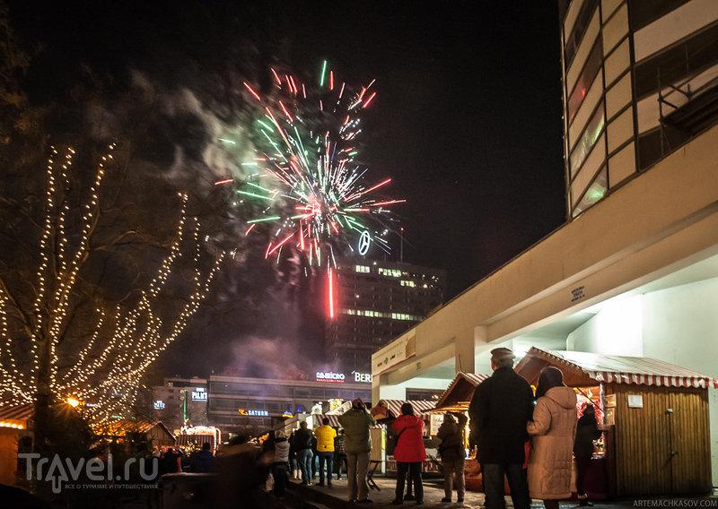 Фейерверки В Новогоднюю ночь в Берлине начинают сверкать очень рано