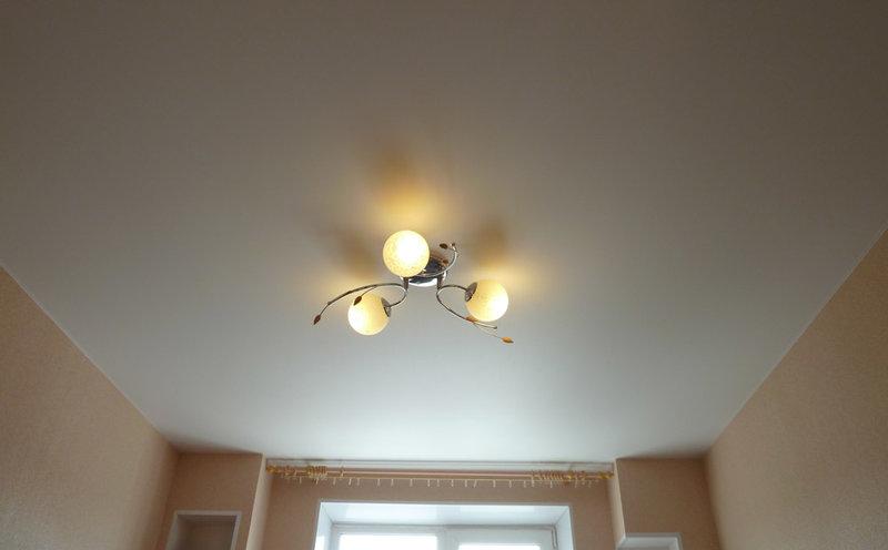 Преимущества натяжных потолков — Строй СЛ http://stroysl.ru/?p=1137  Преимущества натяжных потолков  Планируете делать ремонт в квартире или офисе? В первую очередь необходимо привести в идеальный вид потолок. Ни для кого не секрет, что оформить потолок можно несколькими способами, которые имеют, как достоинства, так и не достатки.