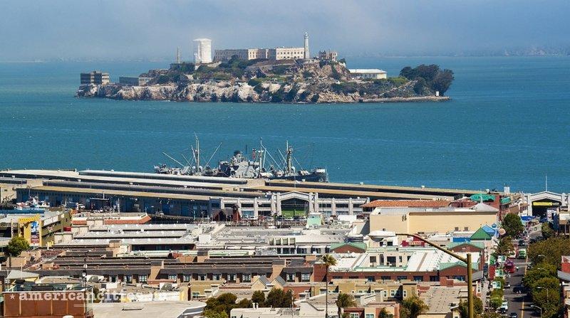 Вид на остров-тюрьму Алькатрас у Сан-Франциско