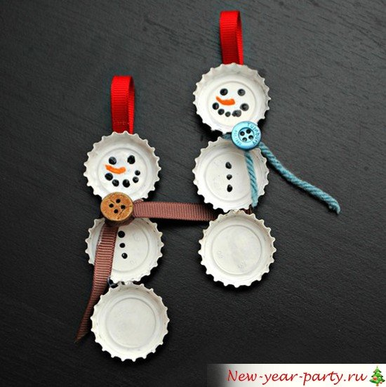 снеговики своими руками из крышек