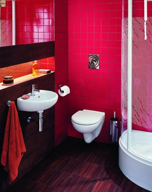 Яркая плитка для маленькой ванной