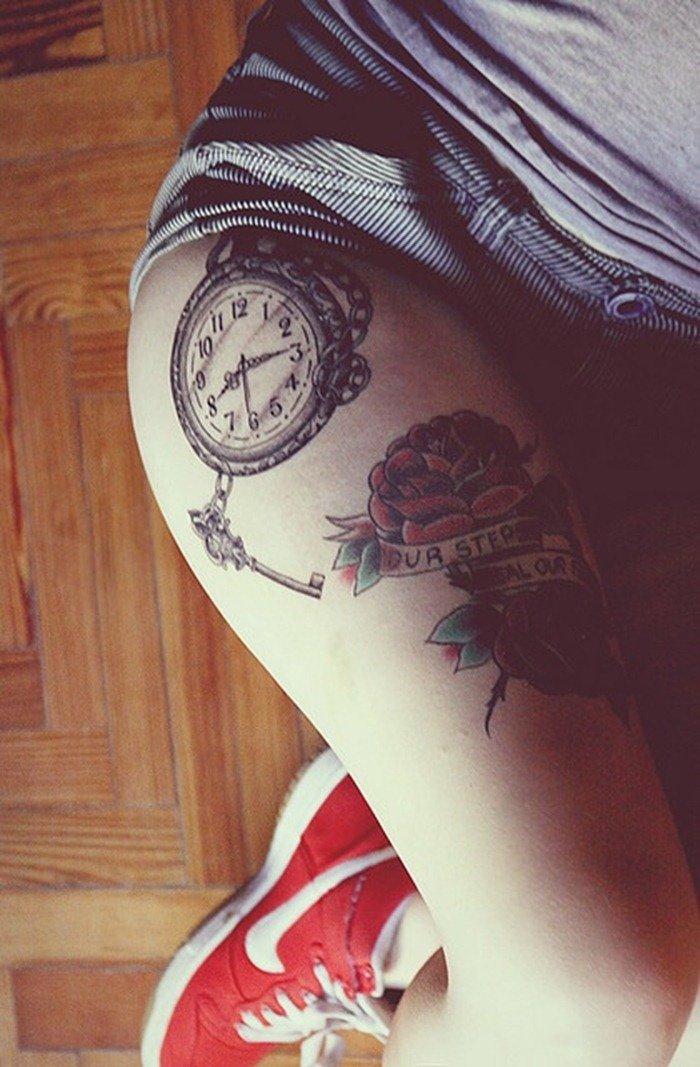 Часы – частое явление на коже женщины, увлекающейся татуировкой.