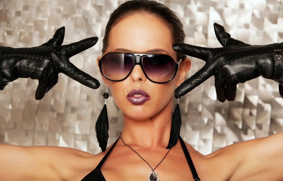 rusie-vip-glamur-video-smotret-porno-video-plyazhniy-tualet