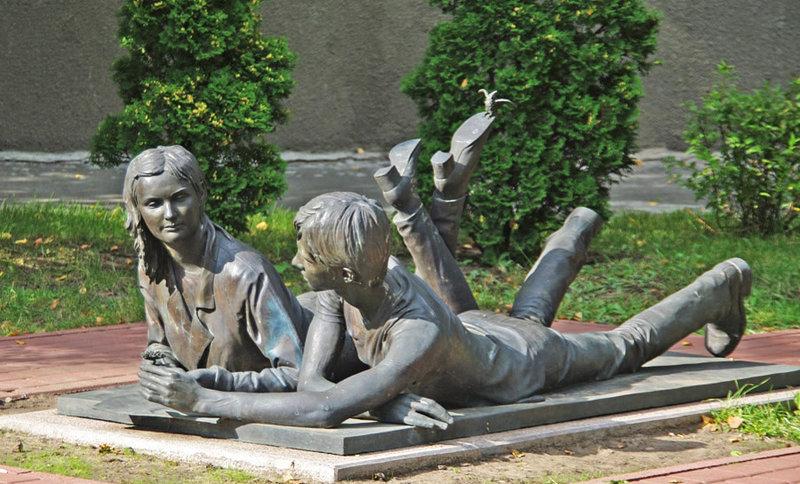 Оригинальные памятники | CULT KIEV Скульптура, посвященная студентам