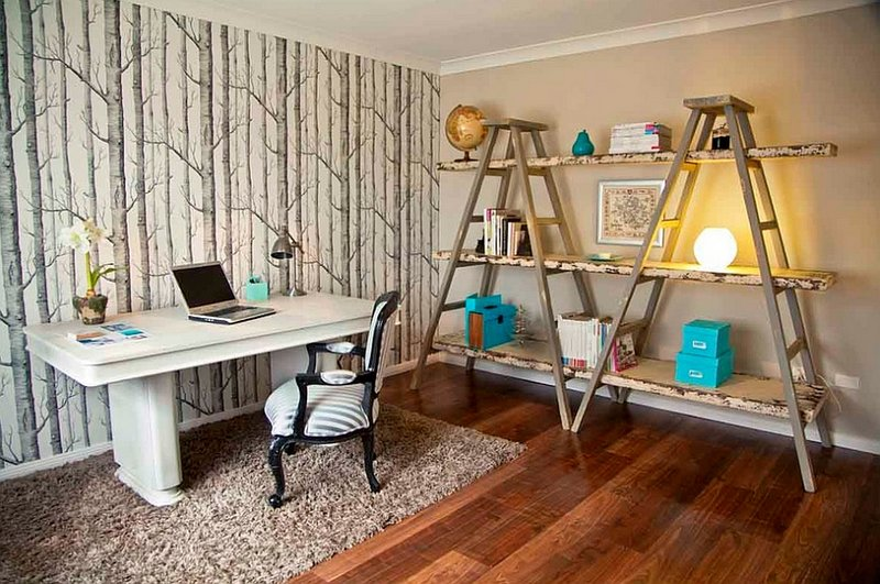 необычный дизайн домашнего кабинета строительными лесами в стиле шебби-шик