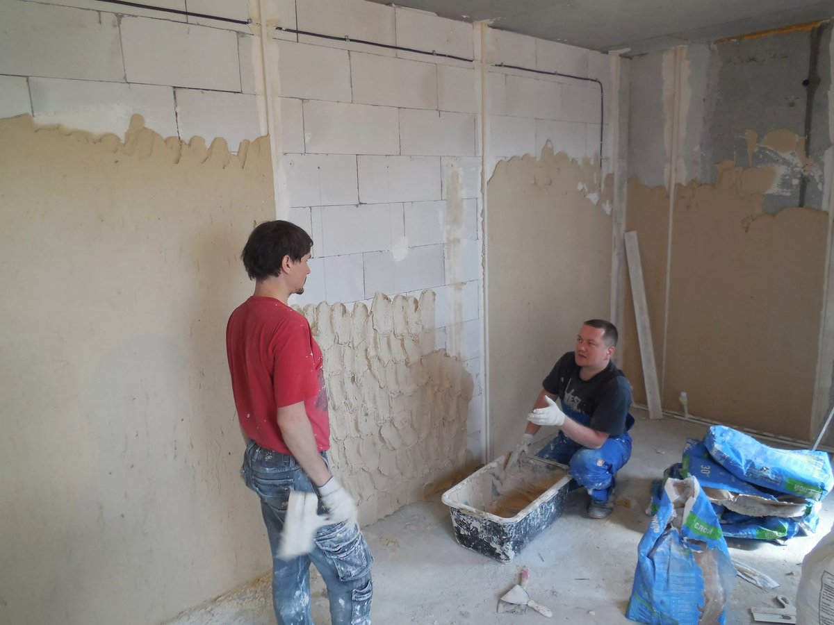 сколько стоит оштукатурить стены в квартире
