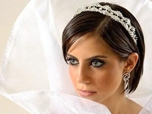 http://beauty-proceduri.ru/hairstyles-photo/svadebnie-s-fatoy.html