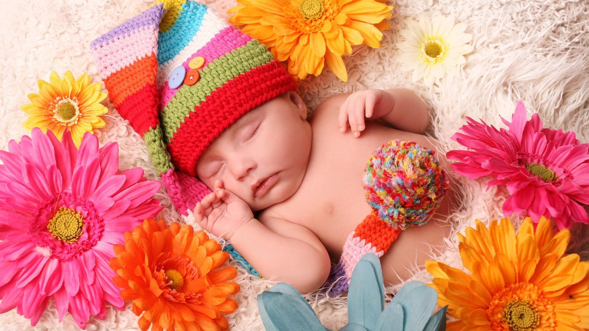 Фото малыша в цветах 43