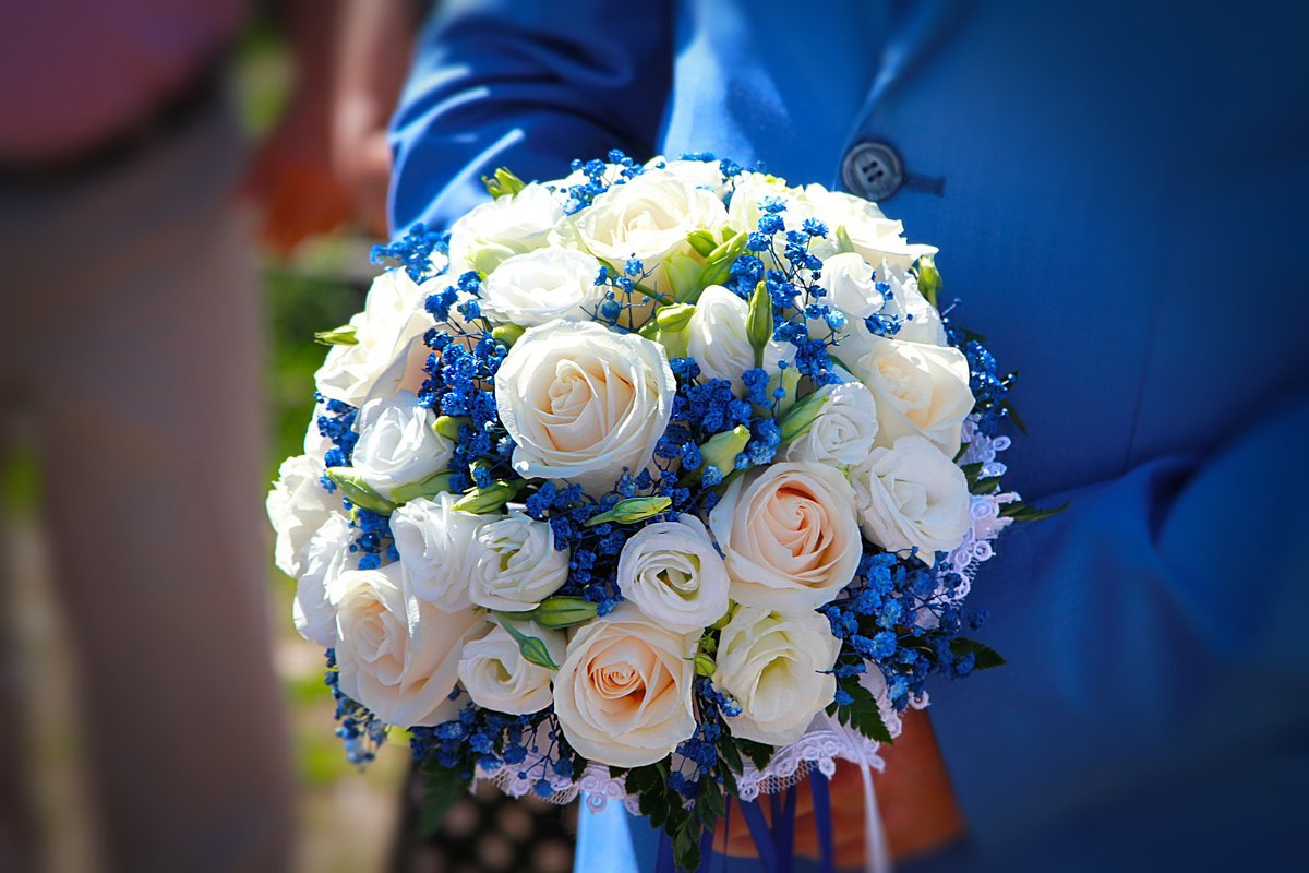 Живые, свадебные букеты бело голубые фото
