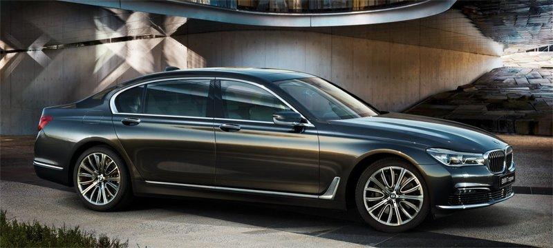 Динамичные пропорции, четкие линии и скульптурные поверхности: новый BMW 7 серии – это воплощение классического дизайна BMW в его самой элегантной форме
