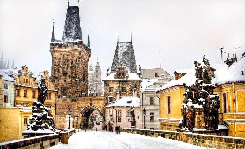 разднования начинаются задолго до Нового года. 6 декабря здесь отмечается День Святого Николая.