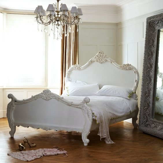 Лепнина для кровати в викторианском стиле