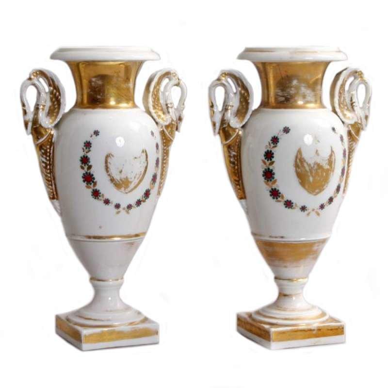 Парные вазы в стиле Ампир. Западная Европа. XIX век. Фарфор, живопись, золочение.