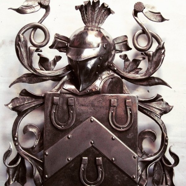 кованый герб семьи фото редко кто задумывается