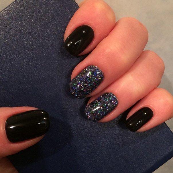 Маникюр черным лаком на короткие ногти