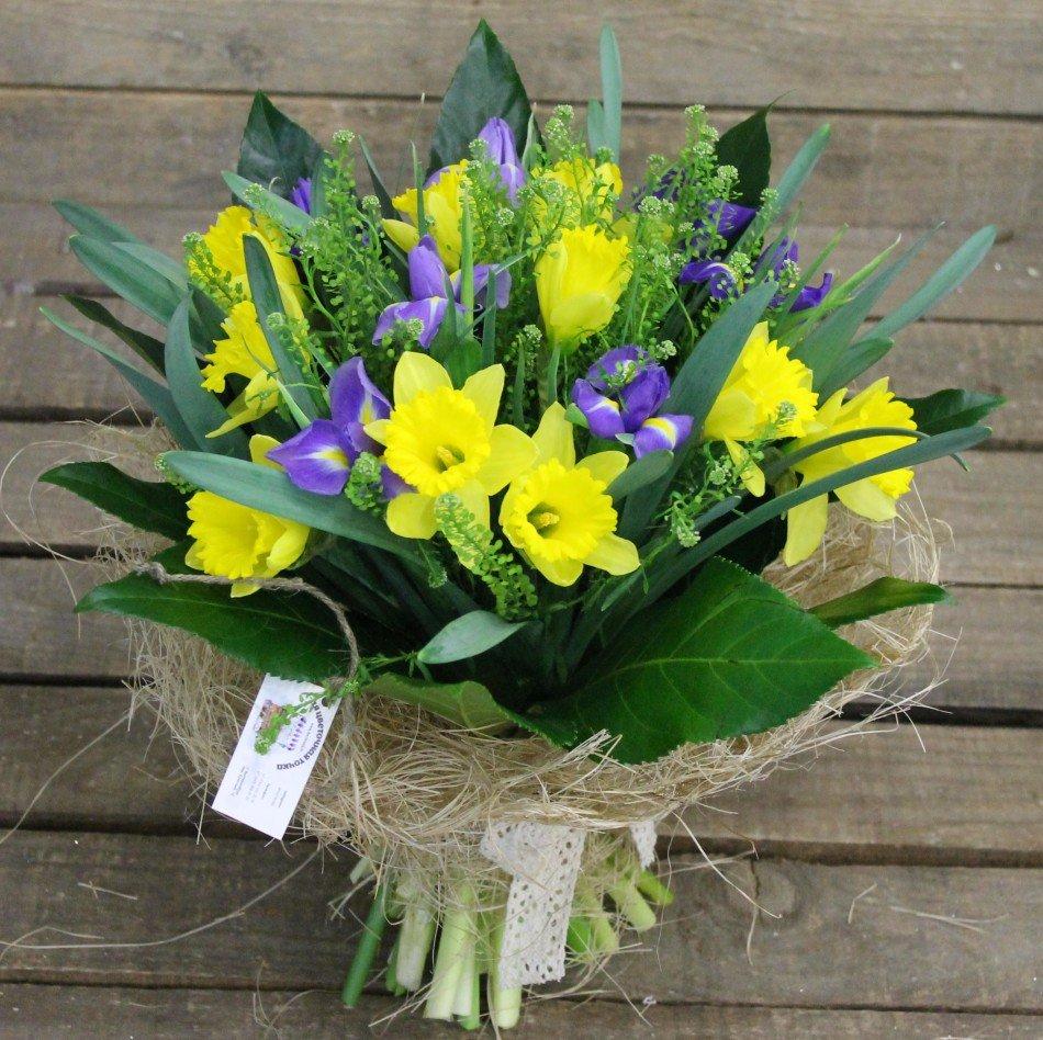 Нарциссы и тюльпаны букет, полицвет