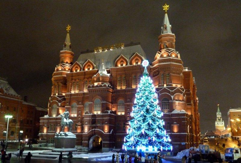 """В новогоднюю ночь на Красной площади в Москве будут снимать концерт наподобие """"Голубого огонька""""."""