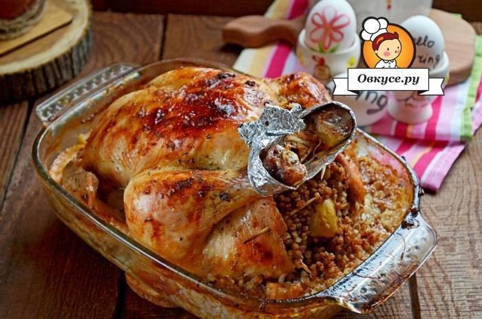 Курица в вине с гречкой и яблоками - вкусно, сытно и красиво! Такое блюдо вы можете смело подавать даже на праздничный стол, а любую повседневную трапезу она сделает приятнее и веселее!