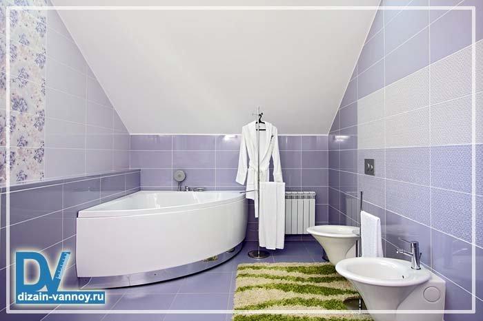 Под лестницей ванная комната женщина в ванной комнате фото
