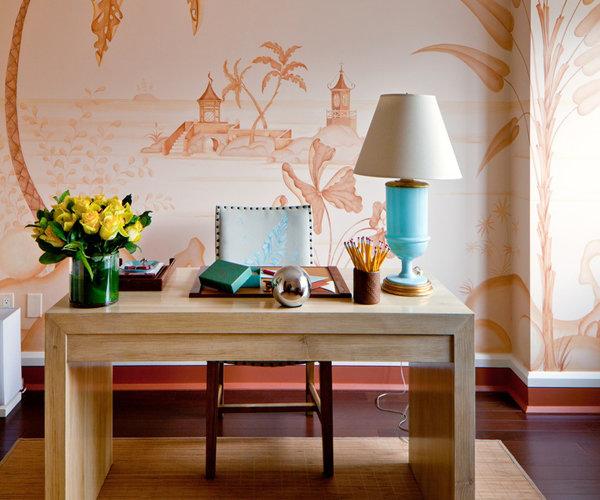 Домашний кабинет в теплых персиковых тонах
