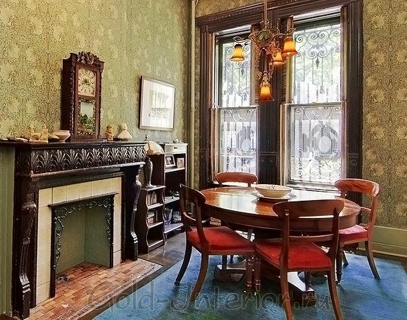 Викторианский стиль в интерьере подразумевает достаток и роскошь. Он не однообразен, предпочтителен для больших комнат, характерен наличием натурального дерева.