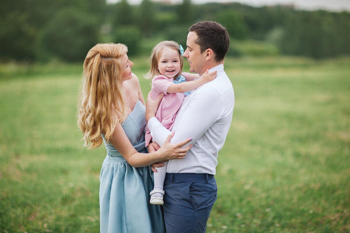 признается, счастливые семейные пары с детьми картинки представлены новые работы