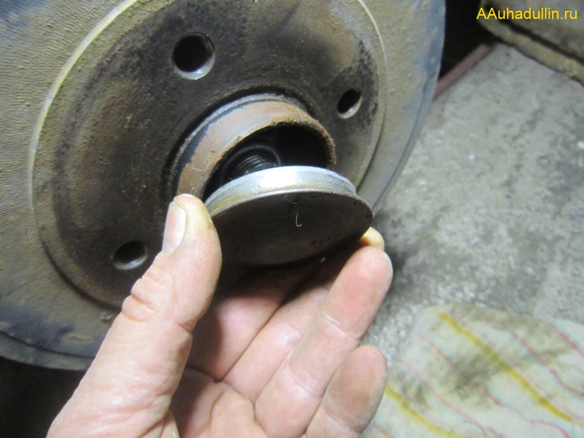 снятия колпака ступицы отвёрткой и молотком