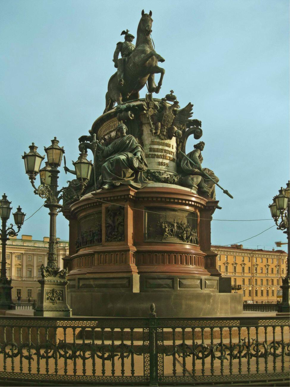 или все памятники петербурга на одной картинке день здесь убивают