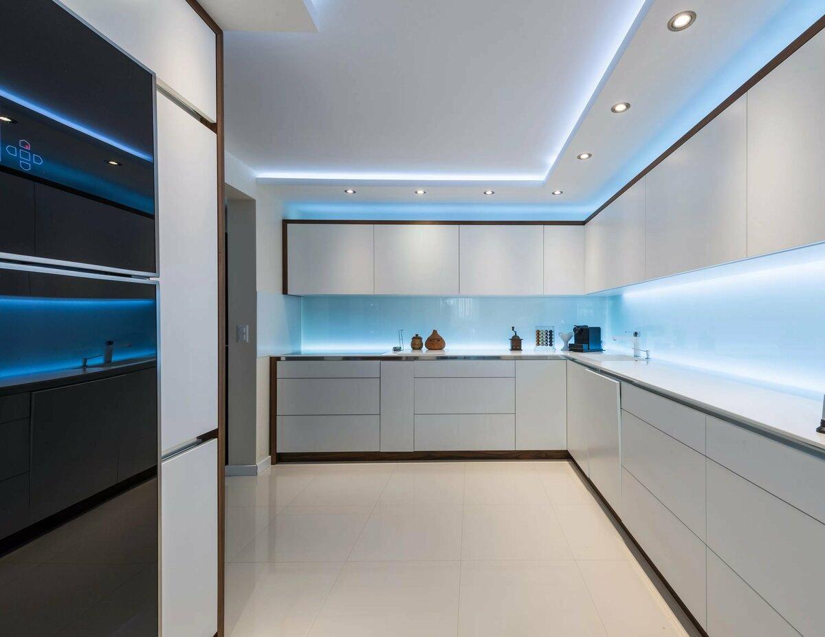 Фото подсветка на потолке волнами в кухне
