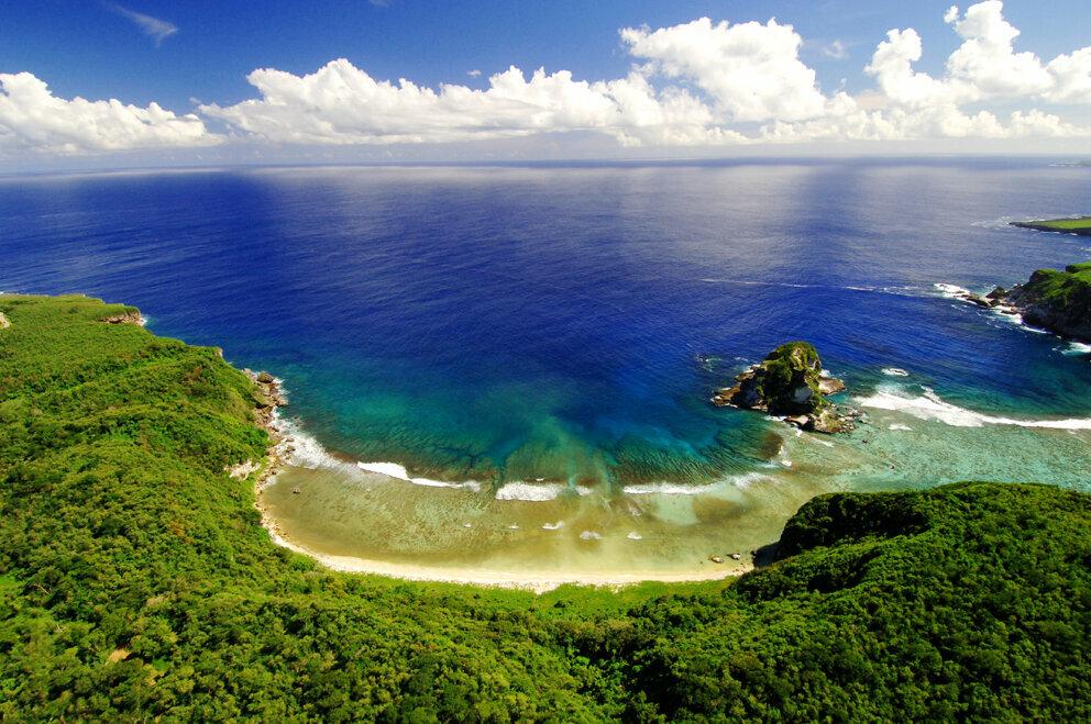 6 марта 1521 года кругосветная экспедиция Магеллана открыла три самых южных острова из группы Марианских