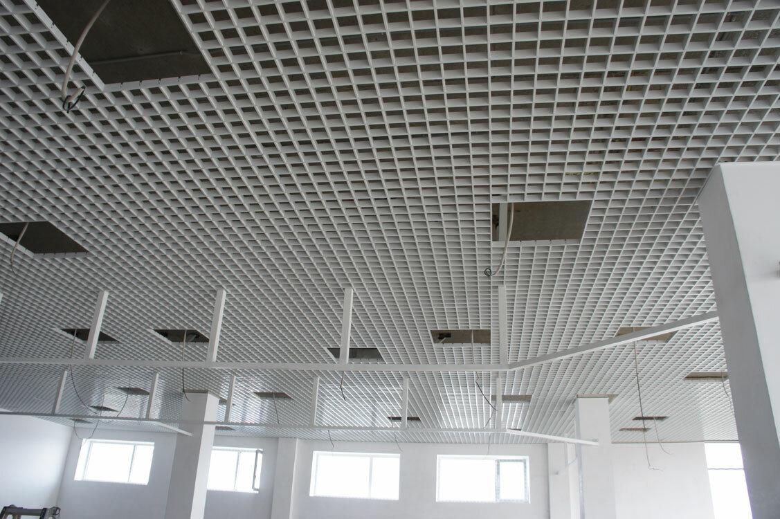 Монтаж потолка Грильято №1