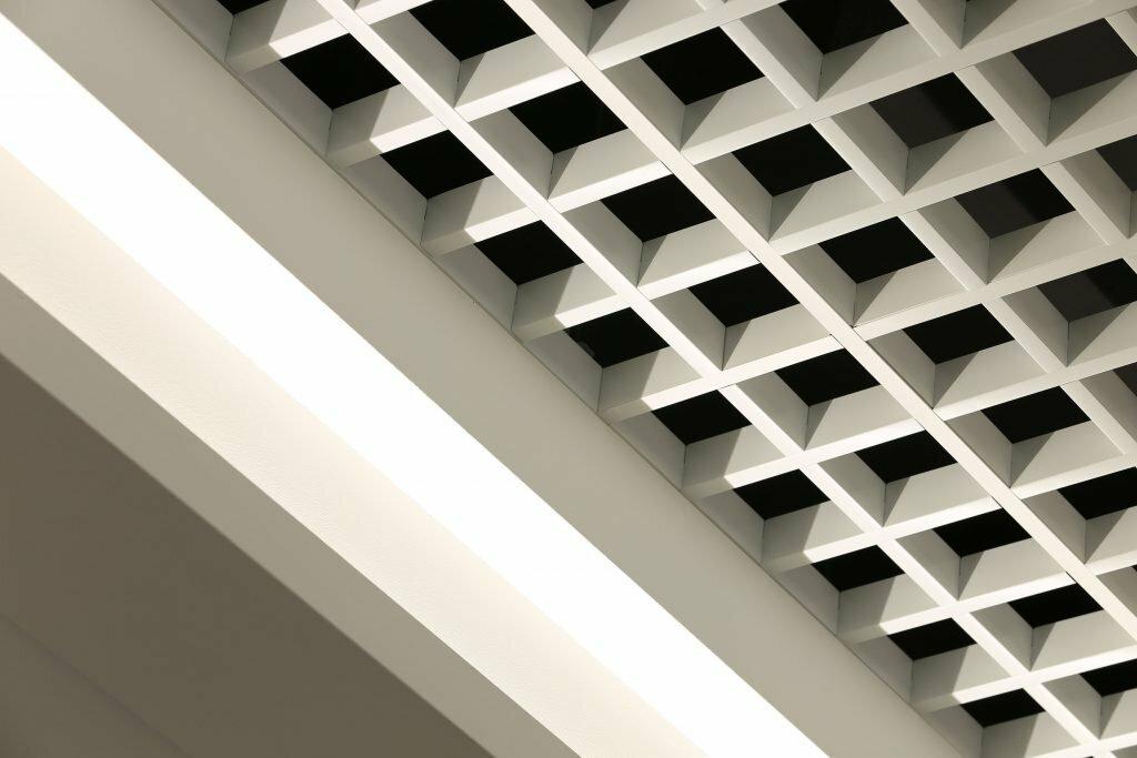 Потолок грильято фото №17