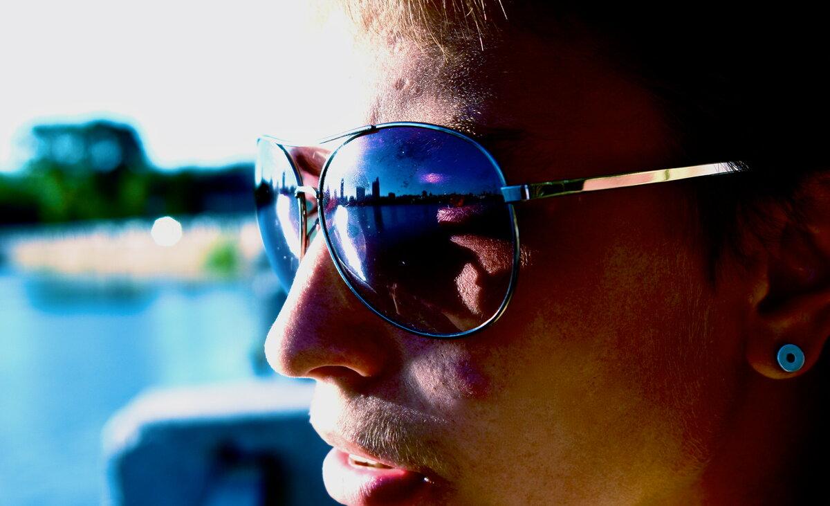 фото с отражением в очках с компа днем рождения