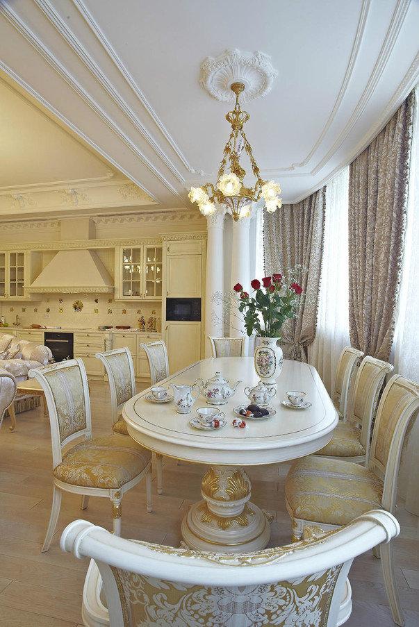 Стиль барокко в интерьере гостиной, пусть даже это студия – практически беспроигрышный вариант. Такой декор «поднимает» уровень общения, располагает к размеренности и торжественности.