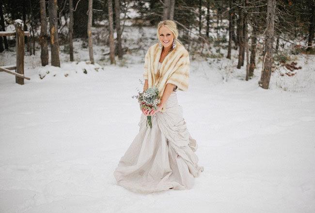 байдарки свадебное бежевое платье зимой фото луна ночном небе