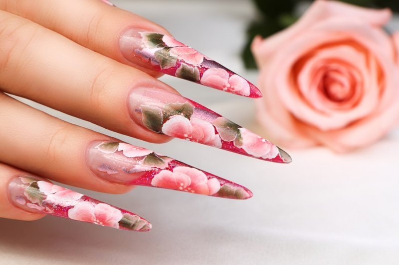 Девушки с длинными ногтями