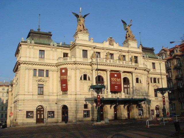 Виноградский театр (Divadlo na Vinohradech).