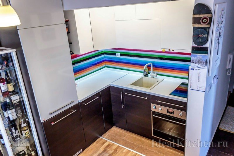 В этом разделе мы собираем фотографии реальных кухонь и столовых в разных стилях. Здесь вы найдете примеры кухонь разного размера и разной ценовой категории с