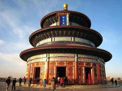 Самые удивительные храмы мира (ч.I) - 2 Мая 2008 - Перевод видео ... Архитектура довольна интересная: все в храме, что символизирует Небо, выполнено в форме круга, а все, что обозначает Землю - в форме квадрата.