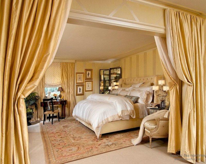 Истинный стиль барокко подразумевает потолок, являющийся продолжением стены, и ни коим образом с ней не контрастирующий. Декор в виде позолоты и лепнины также уместен на потолке, как на ровном, так и на сводчатом. Более того, он в значительной мере придаст помещению величественности и торжественности.