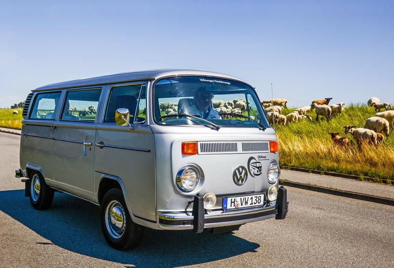 Volkswagen T2: легендарный фургончик Истории ÐºÐ¾Ð¼Ð¼ÐµÑ€Ñ‡ÐµÑÐºÐ¸Ñ Ð°Ð²Ñ'омобилей обычно суÑи и по-деловому сдержанны. Лирическим отступлениям в Ð½Ð¸Ñ Ð½Ðµ место. Но «Фольксваген-Т2» — совсем другой.