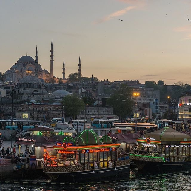 #Istanbul #Turkey #night #mosque  #light #evening #Стамбул #Турция #вечер #мечеть #корабль #огни @Istanbul Evening in Istanbul. Вечер в Стамбуле.