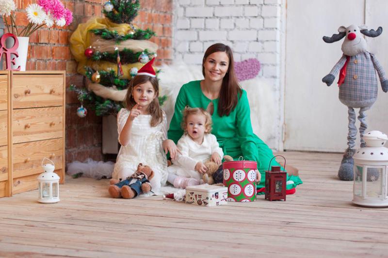 Заказать новогоднюю фотосессию по доступной цене. Новогодняя фотосессия на холсте и другие подарки на сайте сервиса DAROO
