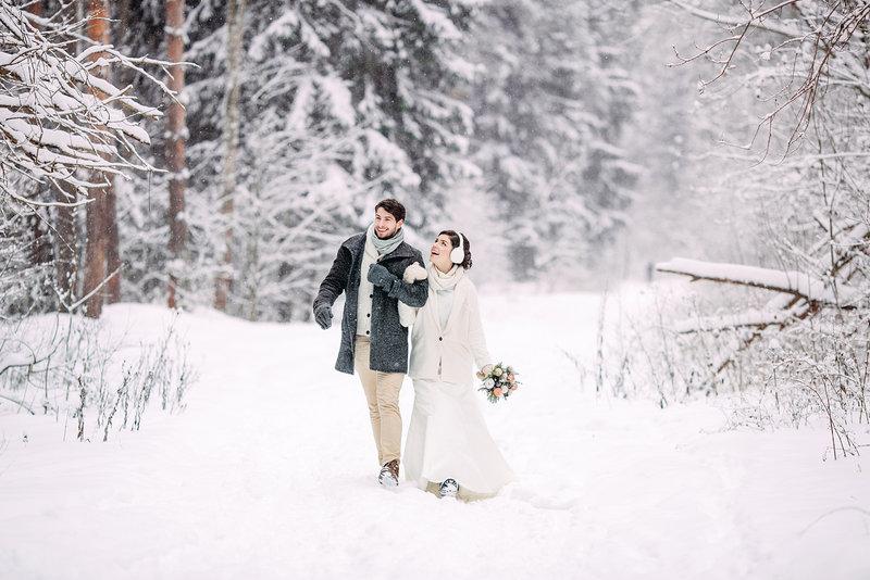 Свадебная фотосессия в зимнем лесу Фотограф: Александр Киселёв
