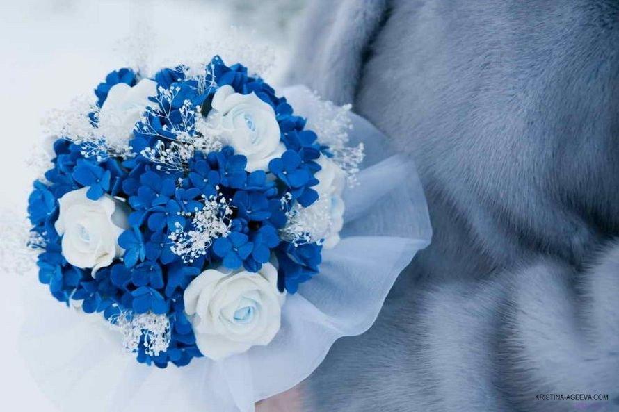Живых роз, букет невесты сине белый голубой