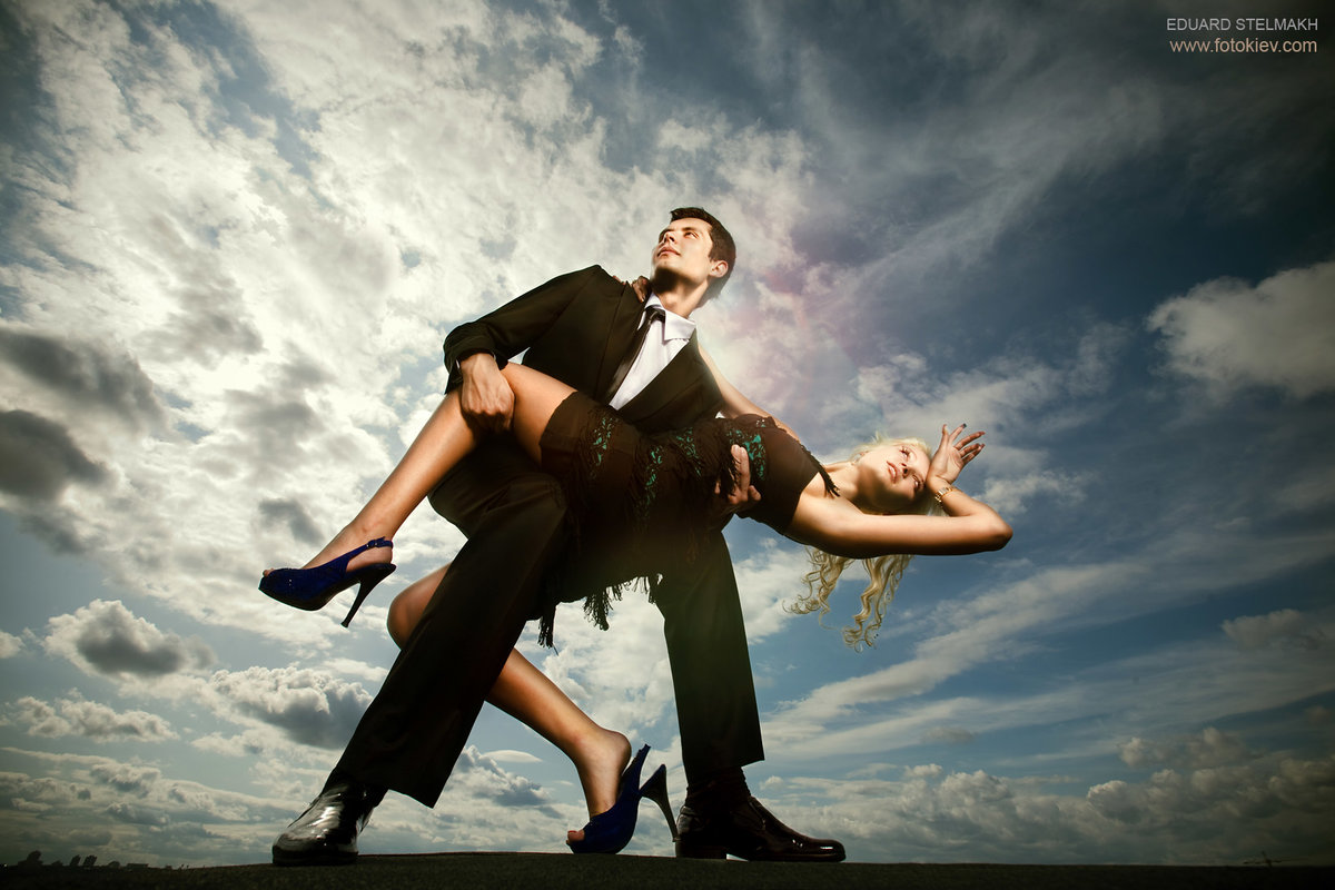 движения девушка наслаждается танцами мужики увидел фото