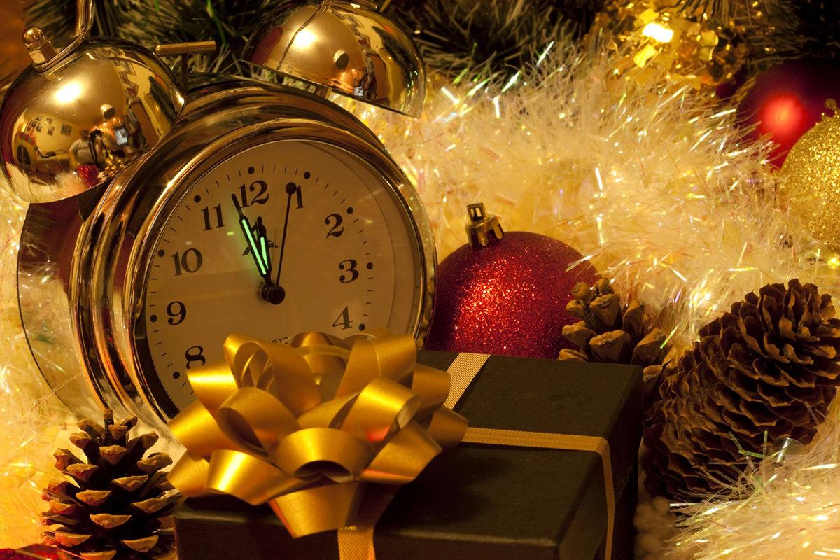 Открытка с часами новогодняя
